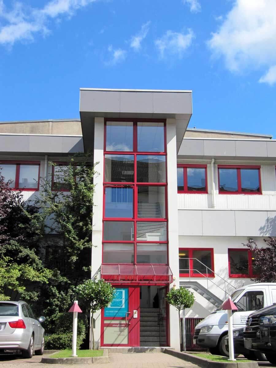 lolaroggeschule-kiebitzhof-eingang2