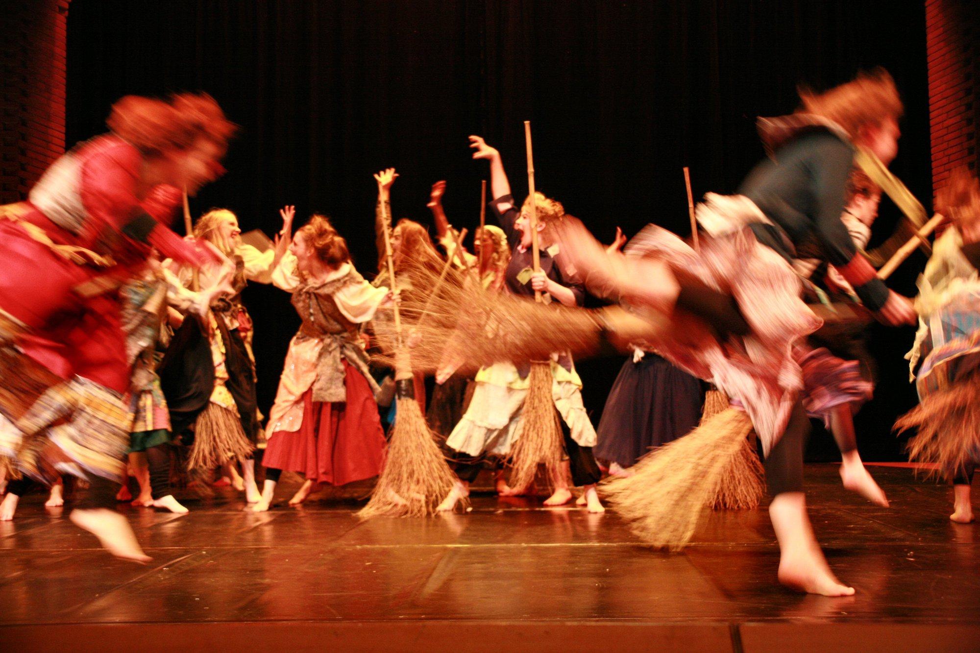 12-IMG_0270lolaroggeschule-kinderauffuehrung-diekleinehexe-herve-2006
