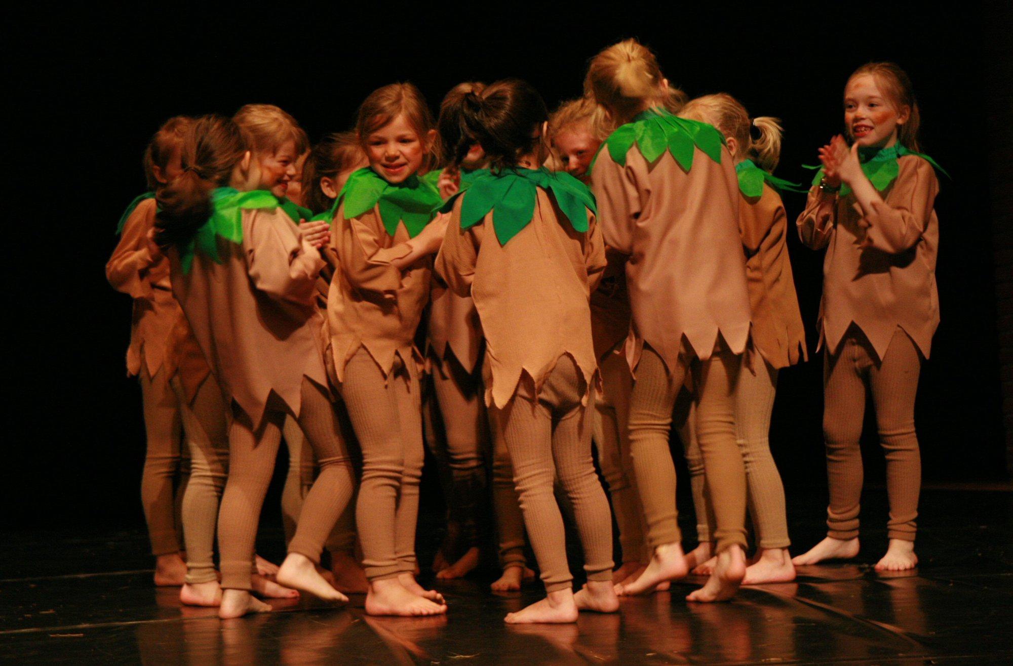 14-IMG_0310lolaroggeschule-kinderauffuehrung-diekleinehexe-herve-2006