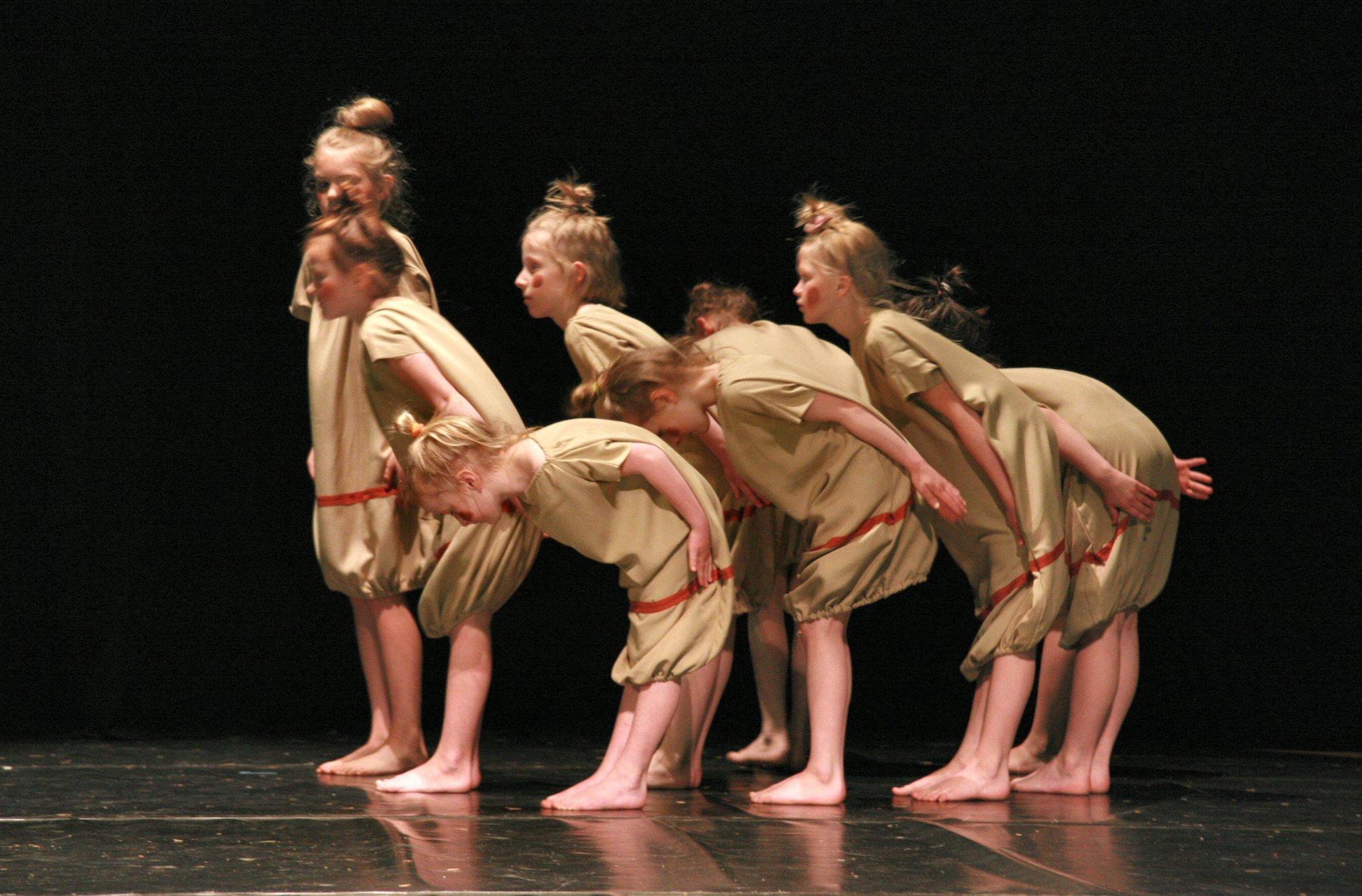 21-IMG_0472lolaroggeschule-kinderauffuehrung-diekleinehexe-herve-2006