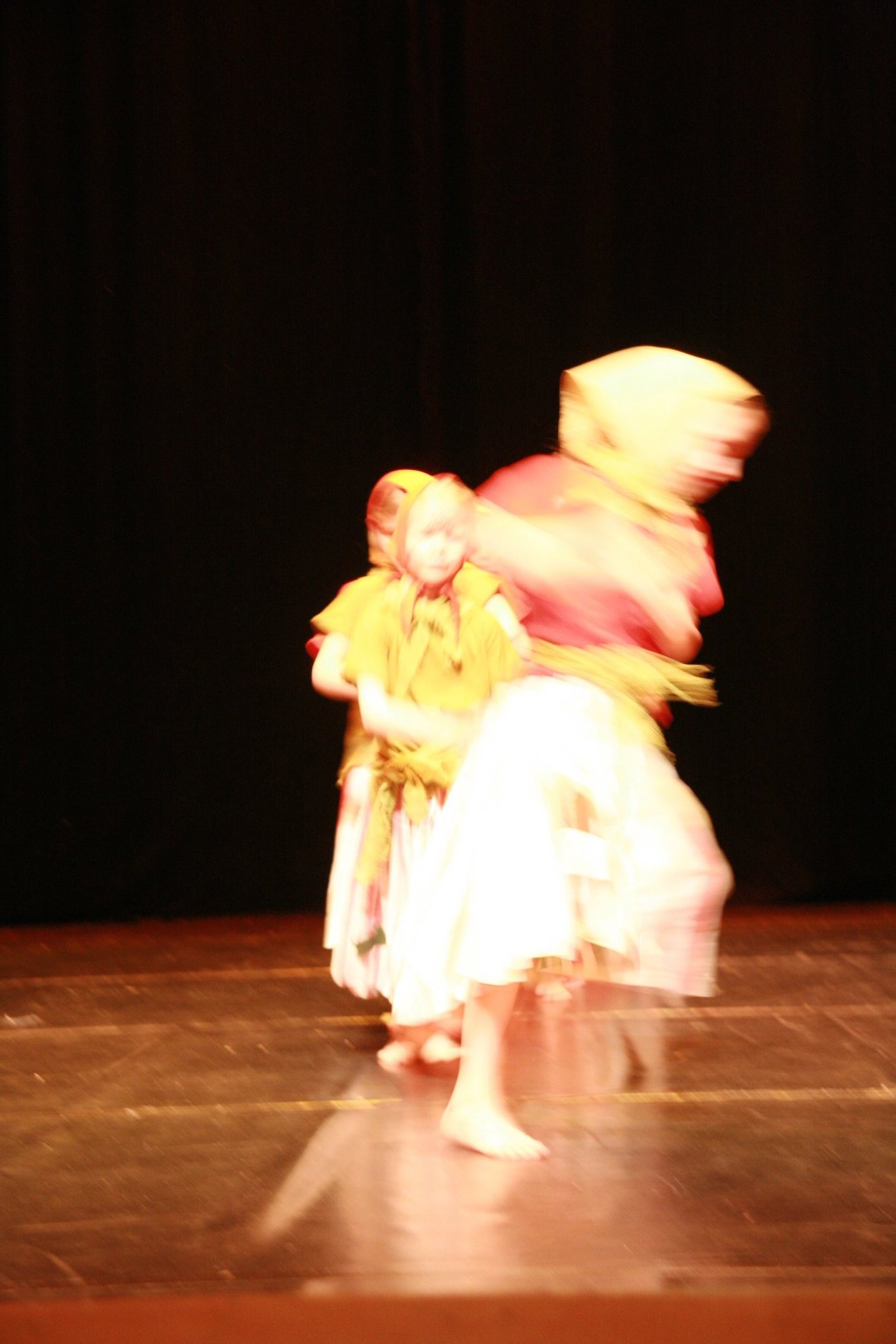 3-IMG_0246lolaroggeschule-kinderauffuehrung-diekleinehexe-herve-2006