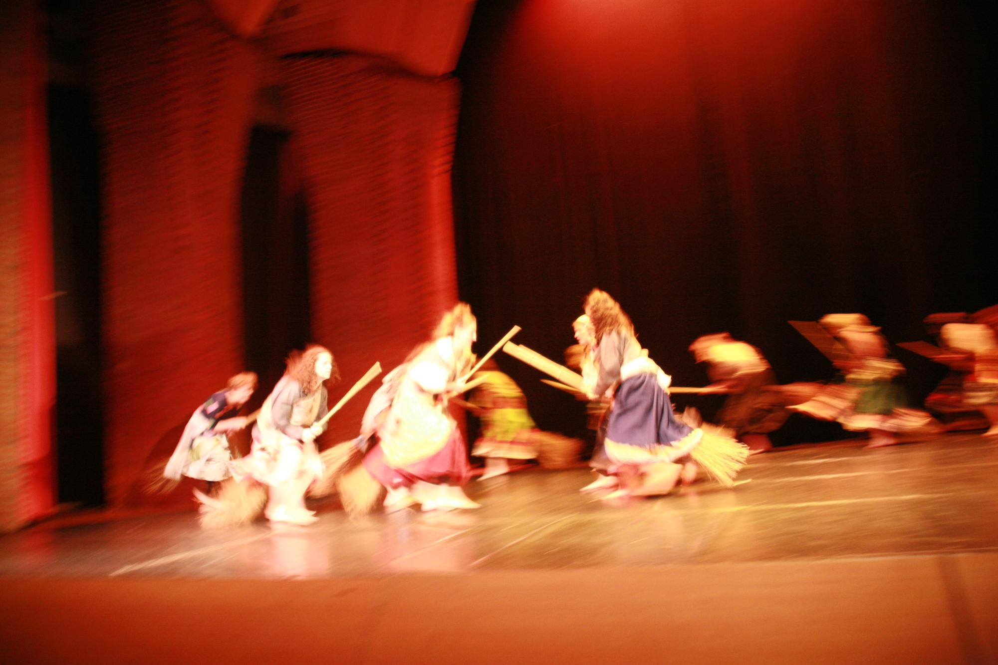 6-IMG_0257lolaroggeschule-kinderauffuehrung-diekleinehexe-herve-2006