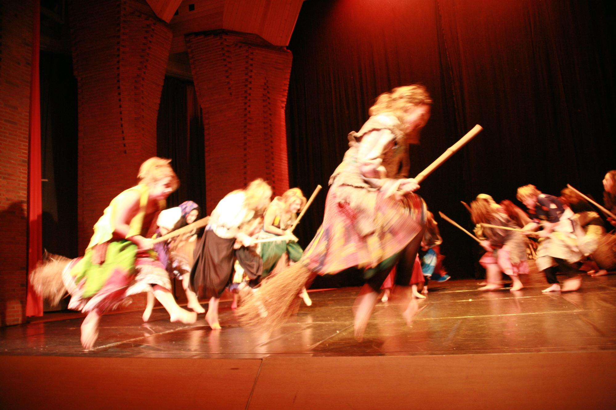 9-IMG_0265lolaroggeschule-kinderauffuehrung-diekleinehexe-herve-2006